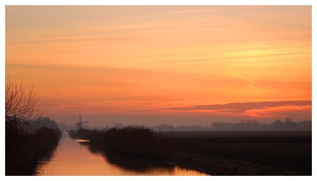 zonsondergang, ondergaande zon gaat onder, landschap, landschappen, landsschaps, landschapfoto´s, landschapsfotos, landsschapsfoto´s, landsschapsfotos, molen, molentje, sloot, slootje, noord holland, noordkop, nederland