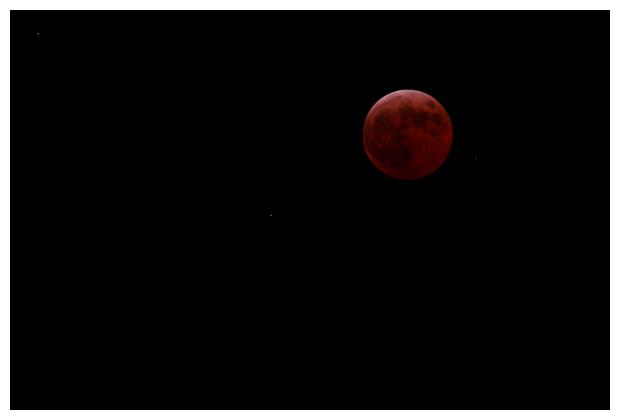 volledige maansverduistering, hele maanverduistering, maan verduisterd, hap uit de volle maan, straalt, stralen, de maan met een oranje-rode gloed
